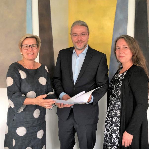Offizielle Bescheidübergabe durch Staatsministerin Klepsch im Sächsischen Sozialministerium